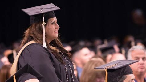 Fiu Mba Gpa by College Of Business Awards Nearly 1 000 Degrees At Fiu
