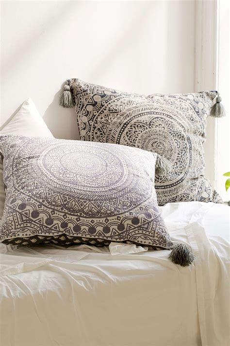 large sofa pillows best 25 large throw pillows ideas on throw