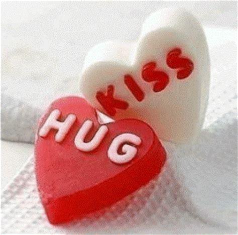 wonderful hug & kiss graphic desicomments.com