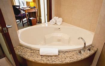 bathtubs hawaii hawaii hot tub suites oahu maui kauai big island