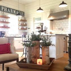 joanna gaines farmhouse chip and joanna gaines quot fixer upper quot farmhouse