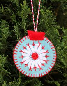 Diy felt christmas ornaments hand made ornaments that are easily