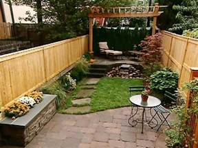Landscape Ideas For Small Backyard 17 Best Ideas About Small Backyards On Small Backyard Landscaping Small Backyard