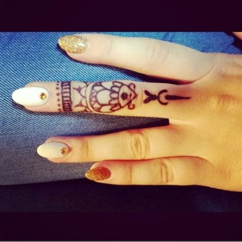 Stylish Finger by 21 Stylish Side Finger Tattoos