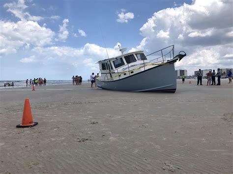 boat crash daytona beach empty boat crashes full speed into daytona beach