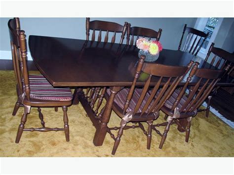 solid maple dining room table and 8 chairs oak bay