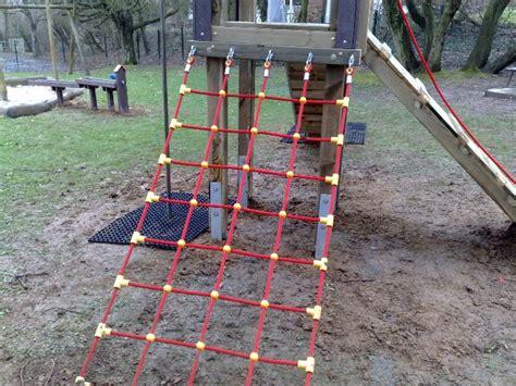 kletternetz garten kletternetz gartenspielplatz