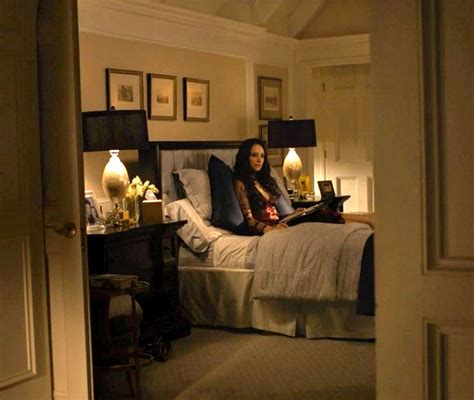 victoria grayson in her bedroom revenge hooked on houses