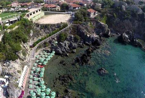 donne in bagno las mejores playas de la toscana italia
