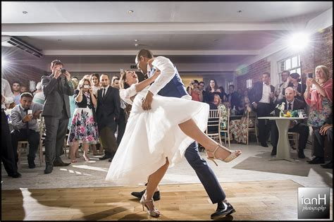Different Wedding Photography by Different Styles Wedding Photography Guide