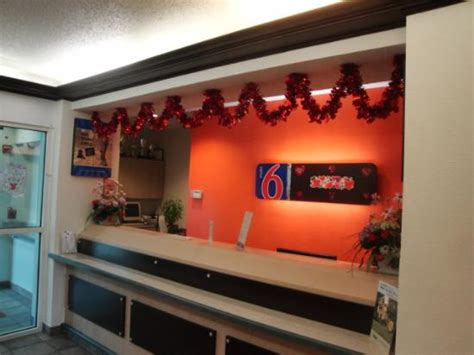 motel 6 front desk free but don t how well it works didn t use it