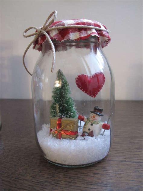 vasi di natale decorazioni di natale con barattoli di vetro foto