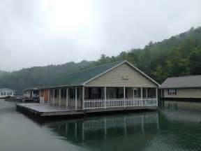 14 inspiring floating lake house to decide best floating