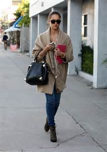 Comfortable Wedges How To Dress Like Jessica Alba Closetful Of Clothes