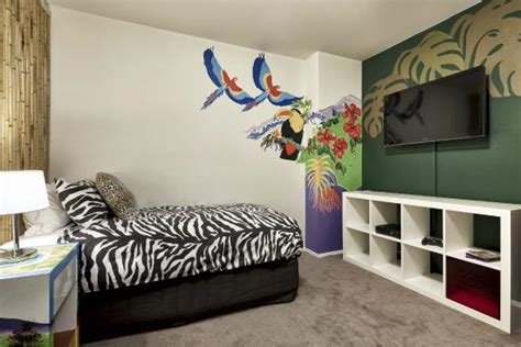 theme hotel melbourne circus themed 2 bedroom picture of pegasus apart hotel