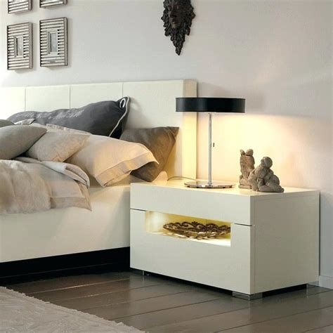 Bedroom End Table Decor by Bedroom Side Table Decor Bedroom Nightstand Decorating