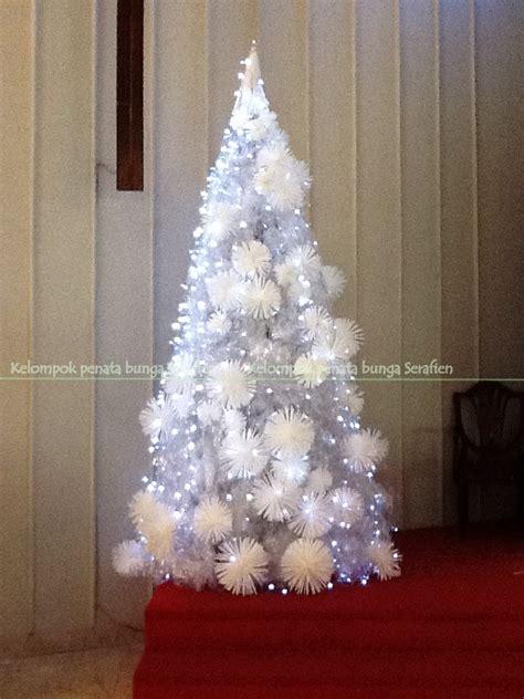 membuat pohon natal dari daur ulang serafien perangkai bunga liturgis dekorasi natal