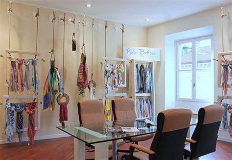 cornici sciarpe paolo bottazzi inaugura il suo showroom a notizie