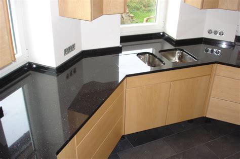 fensterbank granit auf maß wohnzimmer grau rot