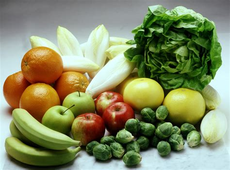 j fruit and veg diet must be considered as risk in colon cancer