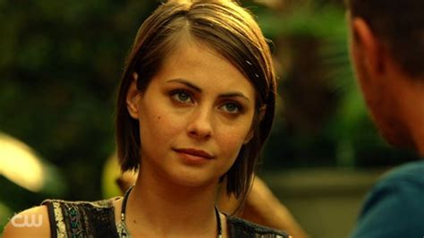 willa holland hair style in arrow thea queen love her hair my shows pinterest bobs