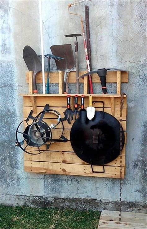wall hanging tool 130 inspired wood pallet projects and ideas page 10 of