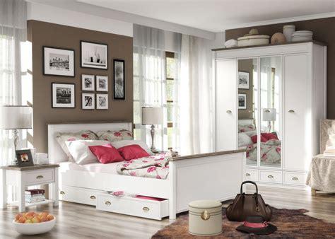 tapeten landhausstil schlafzimmer zimmer mit schr 228 w 228 nden streichen
