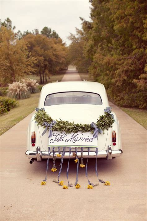 Getaway wedding car decorations with garland ideas