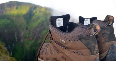 Sepatu Merk Merrel review sepatu gunung merrell moab mid goretex