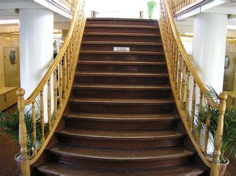 Largeur D Une Marche D Escalier by D 233 Finition Giron Futura Maison