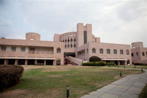 For Mba In Iim by Isb Iim Ahmedabad Slips In Global Mba Rankings Iim B And