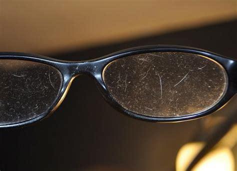 cómo quitar rayones de las lentes 6 pasos