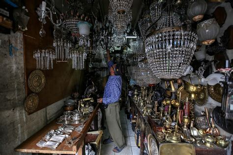 Barang Antik Di Jalan Surabaya Jakarta berburu barang antik di jalan surabaya berita properti