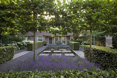 kleine tuinen zonder gras moderne tuin en toch landelijk en klassiek
