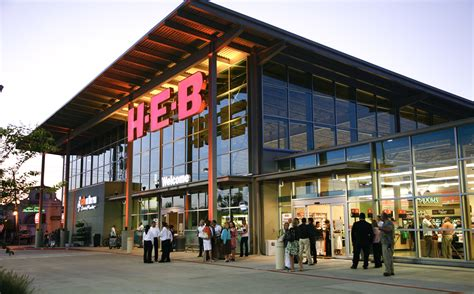 heb texas backyard in images h e b buffalo speedway hybrid store blows out