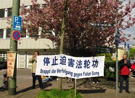 consolato cinese italia germania i praticanti falun gong protestano contro la