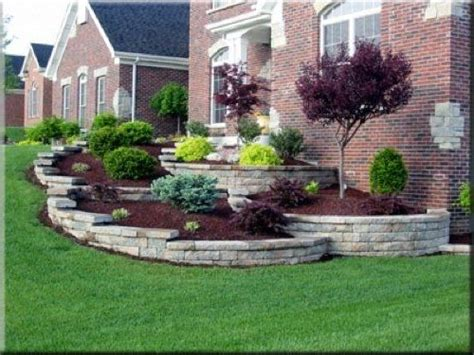 pictures of landscaping ideas best 25 sloped front yard ideas on garden