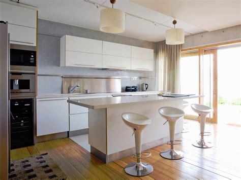 legendary host    kitchen