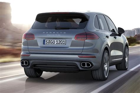 porsche sport 2016 2016 porsche cayenne vs 2016 range rover sport which is