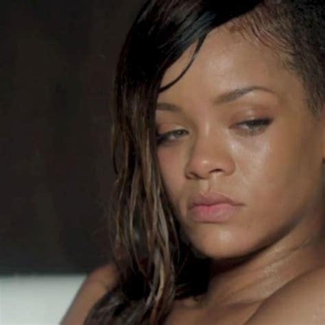 """Rihanna : nue et triste dans son nouveau clip, """"Stay""""   Closer"""