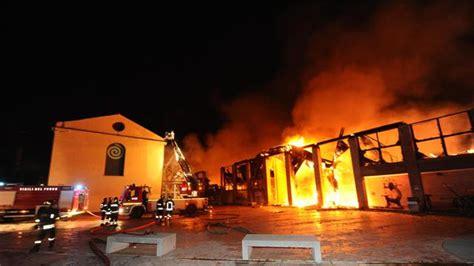 Napoli Creative 1 incendio napoli cincotti company