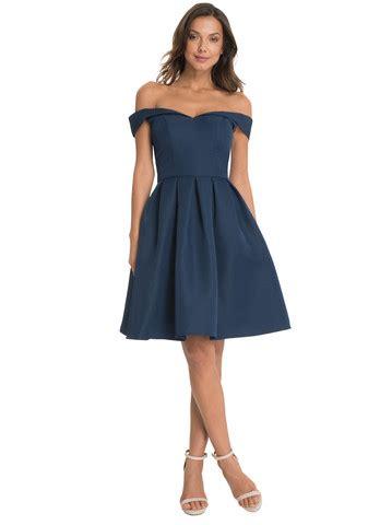 dunkelblaues kleid und schwarze schuhe trendige kleider