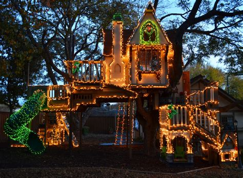 treehouses christmas a magical tree house lights up for eclectic dallas by greenman