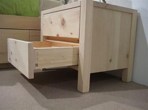 comodino in legno legno di cirmolo comodino 2 cassetti