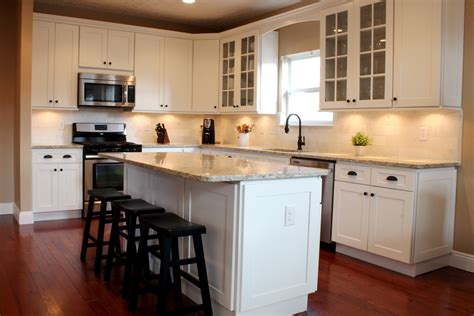White Tile Backsplash Kitchen by White Shaker Kitchen Cabinets All Home Ideas Make