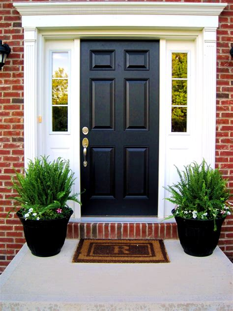 Front Door Potted Plants Front Porch Planter Urns Porch Check Out The Nester S Beautiful Blue Urns With Ferns