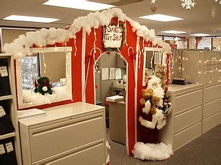 cube christmas decorating ideas 34 best office cube decoration images on office cube cubicle ideas and office