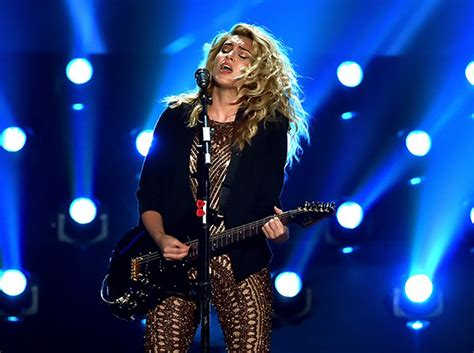 Should Perform At The Vma Awards Again by S Performance At Vmas Belts Out
