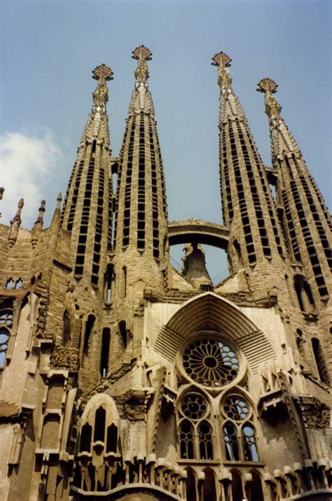 gaudi the complete buildings la sagrada familia 2013