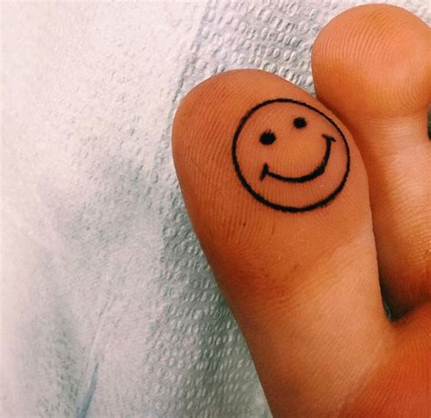 small toe tattoos best 25 toe tattoos ideas on henna finger